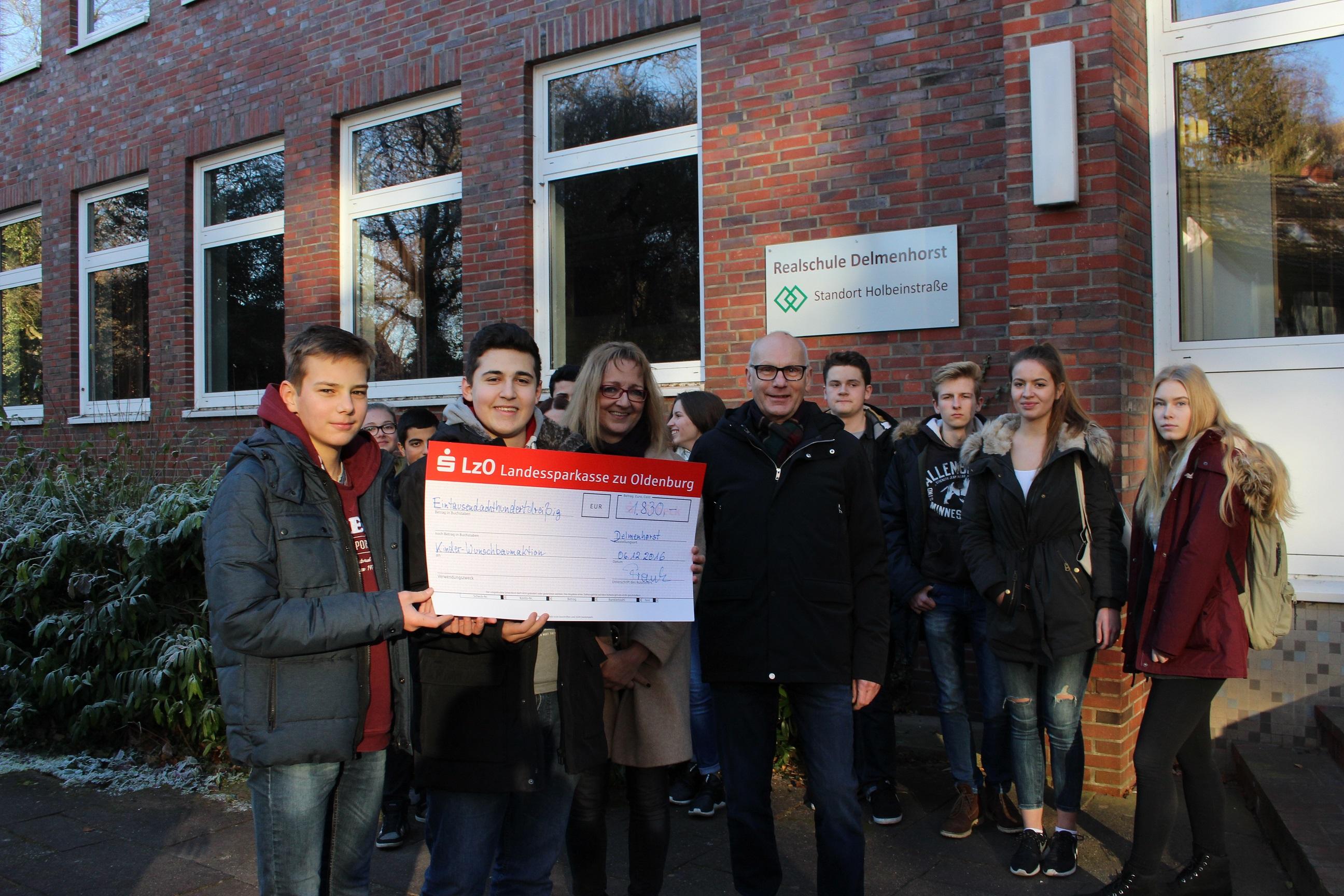 Realschule Delmenhorst spendet KinderWunschBaum 1.830 Euro